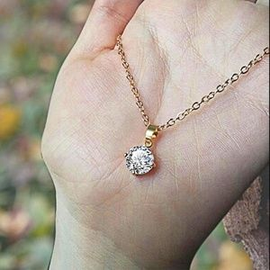 Jewelry - Solitaire Diamond Crystal Zircon Gold Necklace